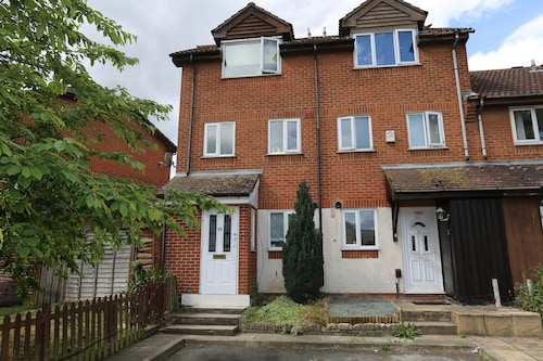 Beautiful 3 Beds House - Thamesmead