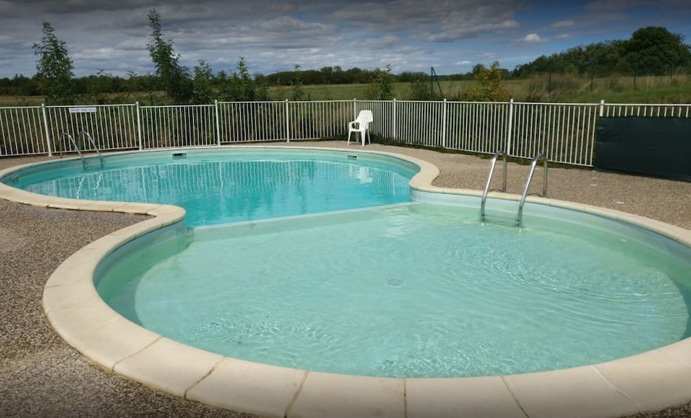 Outdoor Pool, Camping du Lac de Villegusien