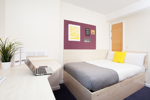 Modern Student-Only Ensuite Rooms in Leeds City Centre