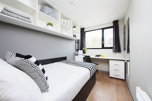 Modern Student-Only Ensuite Rooms in Central Portsmouth
