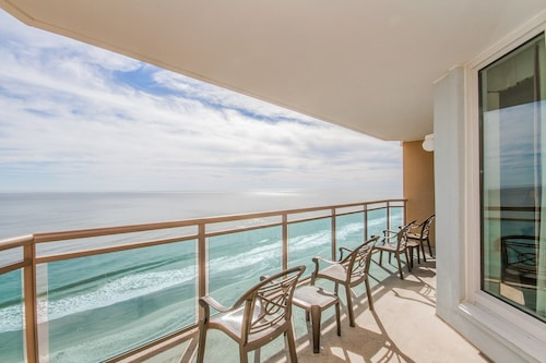 Oceanfront Suite Balcony, Pool Access, And Free Waterpark Entry!