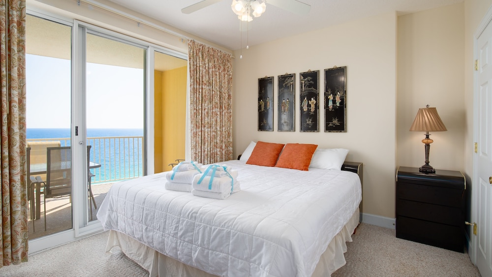 Vacation Directly On The Beach! Sleeps 6! Gulf View Master ...