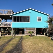 In The Heart of Hatteras Village. Close to Beach, Restaurants and Marinas