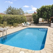 Fabulous 3 Bedroomed, 2 Bath Country Villa With Private Pool. 8 k to the Beach