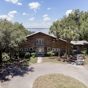 Take a Look at Beautiful Cedar Lodge on Lake Weir!