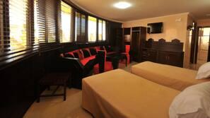 Bureau, rideaux occultants, lits pliants/supplémentaires, Wi-Fi gratuit