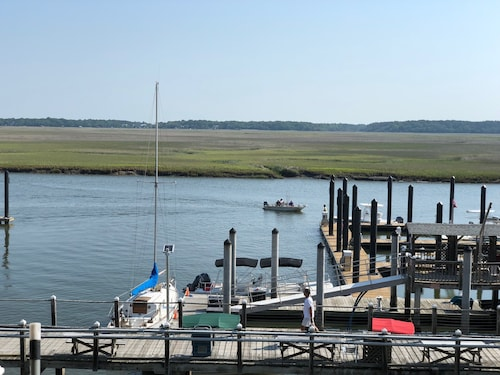 First Time Rental- Newly Remodeled 2b/2b Condo Views of Baycreek Marina & Marsh
