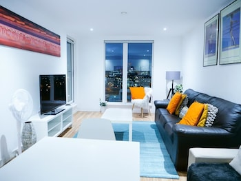 Bright 2BR Apartments Quays