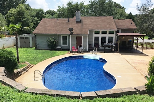 East Charlotte Oasis With Pool + Hottub + Arcades