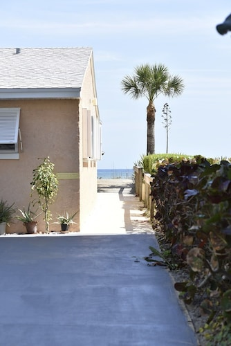 best cocoa beach cottages for 2019 find cheap 70 cottage rentals rh travelocity com cocoa beach cottage vacation rental cocoa beach cottage vacation rental