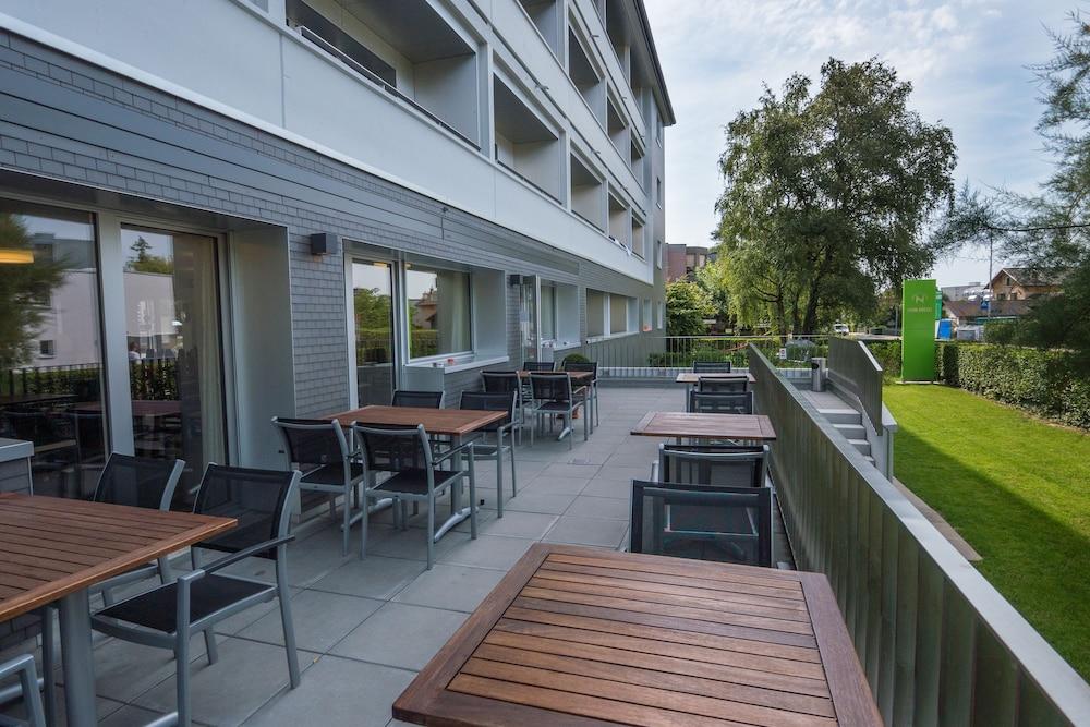 Featured Image, Nyon Hostel