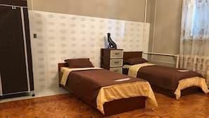 Safe på rommet, strykejern/-brett, gratis wi-fi og sengetøy