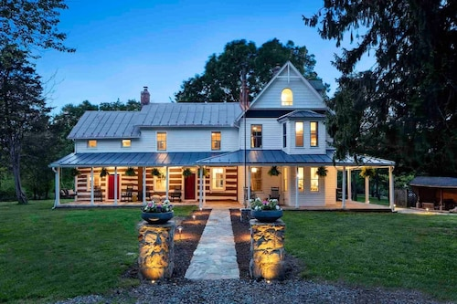 Historic Luxury Farmhouse Pondview With Great Outdoor Entertaining Space