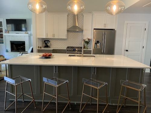 Renovated Home Close to Beach, Downtown, and Shem Creek