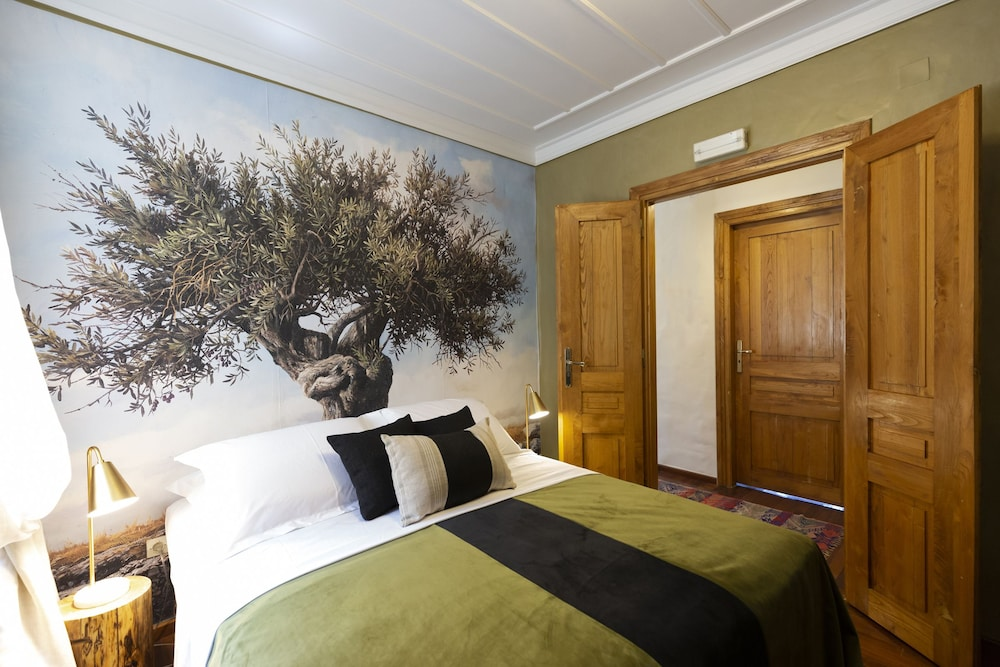Villa of the old olive oil factory: 2019 Room Prices $190