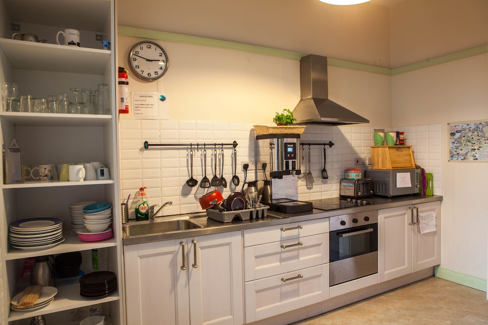 Shared Kitchen Facilities, TURFNSURF LODGE AND SURF SCHOOL - Hostel