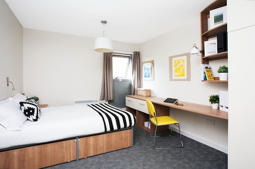Modern Student-Only Ensuite Rooms in Bath