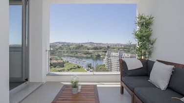 Liiiving - Luxury River View Apartments