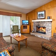 Lake Arrowhead Chalets 2BD Spacious Chalet