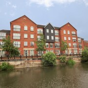 Select Serviced Accommodation - Hunters Wharf