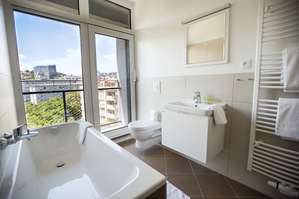 Bathroom, Restart Apartments