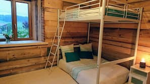 2 bedrooms, iron/ironing board, free cribs/infant beds, free WiFi