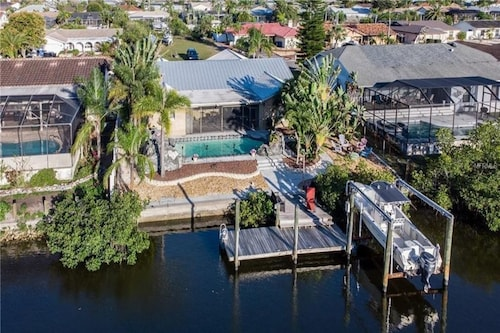 Beautiful 4 Bedroom Home on the Channel With Direct Access to the Gulf