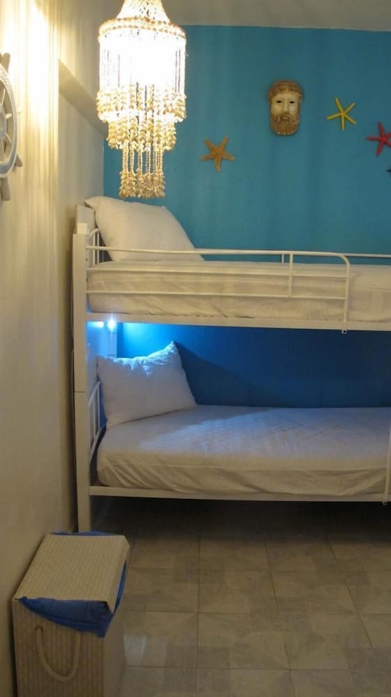 Room, Rodos Backpackers