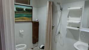 Shower, bidet, towels