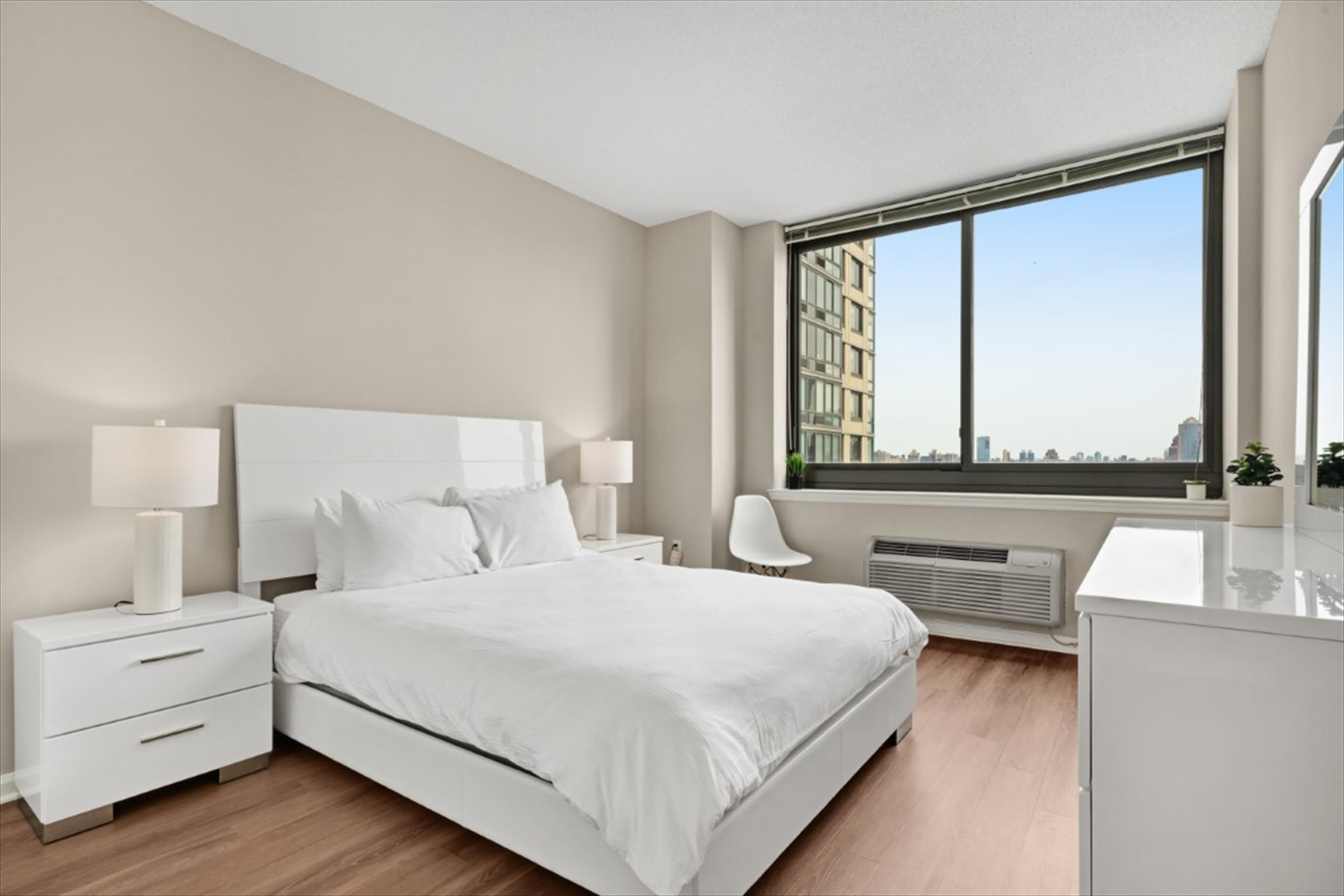 Spacious & Private 2BR Full Kitchen Jersey City by GLS: 2021 Room ...