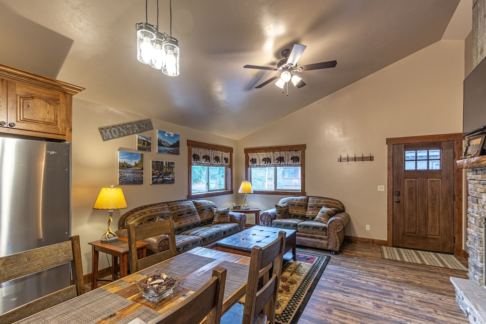 Montana -new Cabin in Town, Sleeps 4, Just Blocks From
