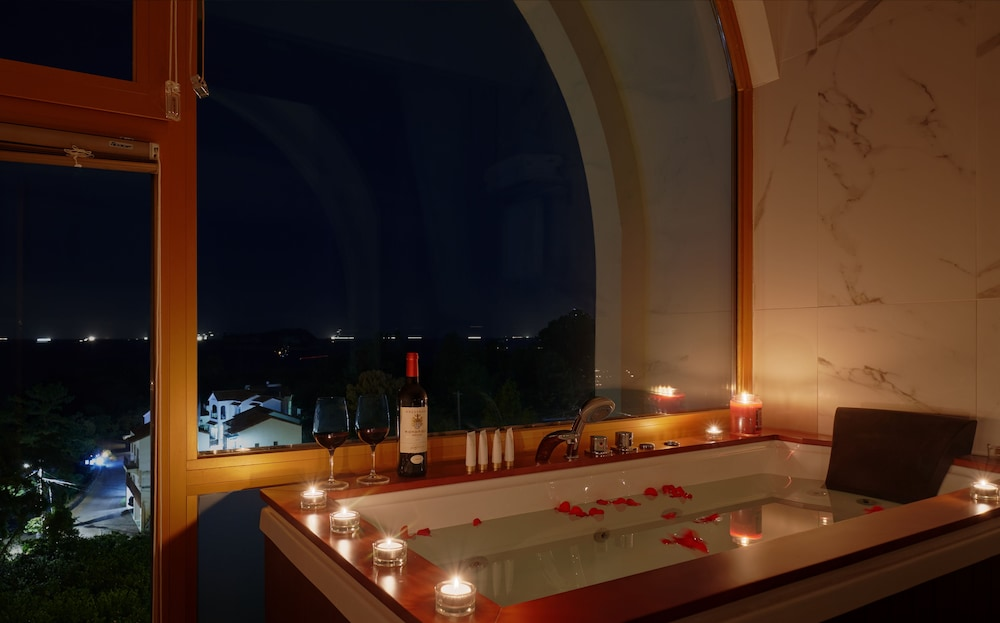 Private Spa Tub, GoldOne Hotel & Suites