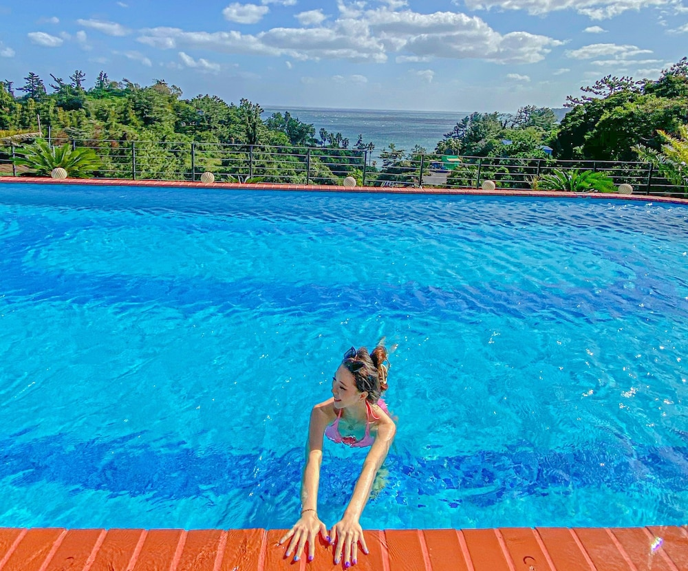 Infinity Pool, GoldOne Hotel & Suites