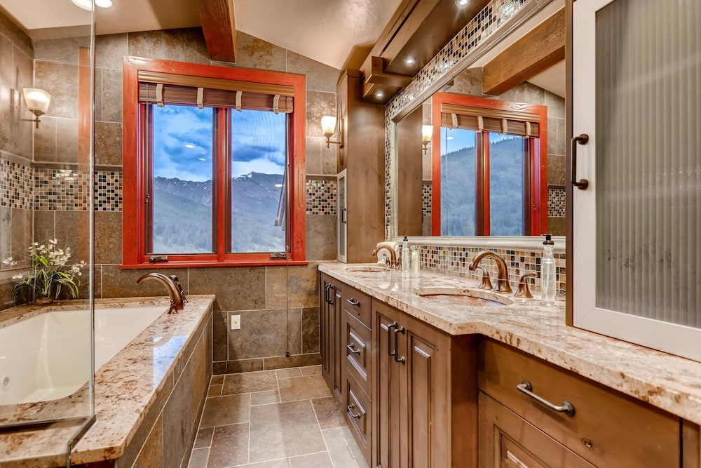 Bathroom, Snow Maker Manor: Pet-friendly, True Ski-in/out, Hot Tub, Theater, Pool Table