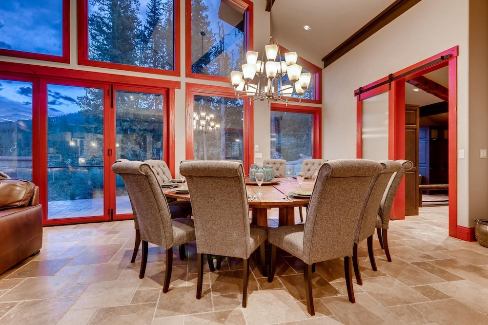 Private Kitchen, Snow Maker Manor: Pet-friendly, True Ski-in/out, Hot Tub, Theater, Pool Table
