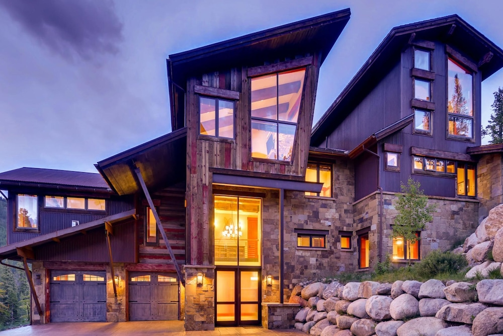 Exterior, Snow Maker Manor: Pet-friendly, True Ski-in/out, Hot Tub, Theater, Pool Table