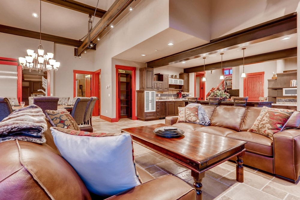 Living Room, Snow Maker Manor: Pet-friendly, True Ski-in/out, Hot Tub, Theater, Pool Table