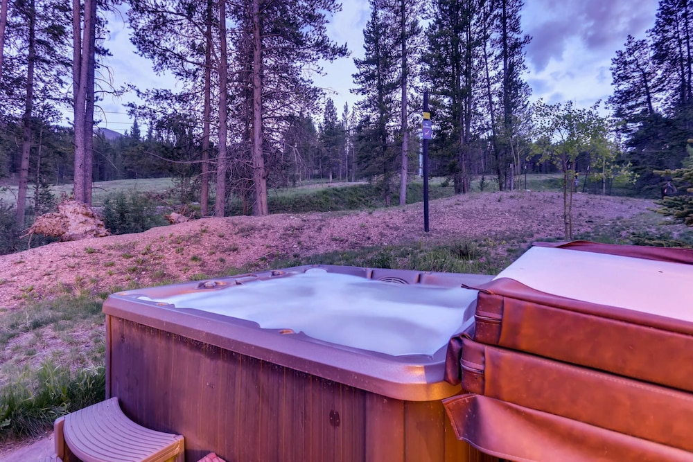 Spa, Snow Maker Manor: Pet-friendly, True Ski-in/out, Hot Tub, Theater, Pool Table