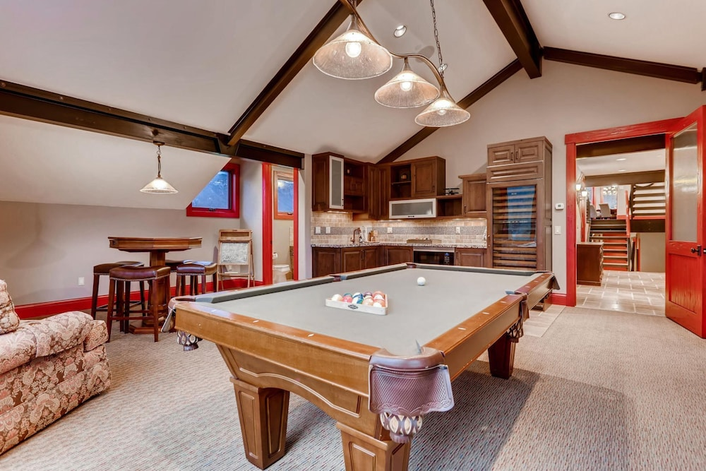 Room, Snow Maker Manor: Pet-friendly, True Ski-in/out, Hot Tub, Theater, Pool Table
