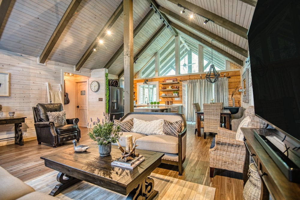 Featured Image, Come Away Cabin Luxury Retreat