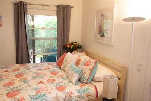 Beach Guestroom - Private !!! Guestroom With Private Bathroom 3 Blocks to Beach