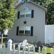 Glen Arbor Area Cottage - Little Glen Lake w/ private waterfront - Now w/ A/C!