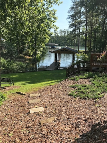 Beautiful Lake Front, Cottage in Sandy Creek Cove- Perfect for Families!