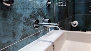 Rainfall showerhead, hair dryer, towels, soap