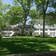 Wonderful Secluded Rumson Waterview Property - Easy 7 min Bike Ride to the Beach