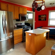 Your Vacation Starts Here! Fully Furnished 3 Bedroom Home! Close to Ferry's!