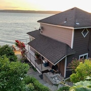 Kayaks & Firepit Included! Cozy, Beachfront Cabin Tucked Between 2 State Parks!
