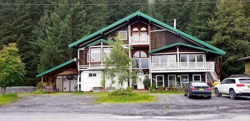 Grand Opening! Chalet of Seward Suites D - Studio
