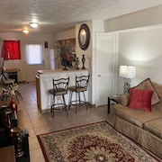 Cozy 2 Bedroom Apt. in the Heart of Carbondale