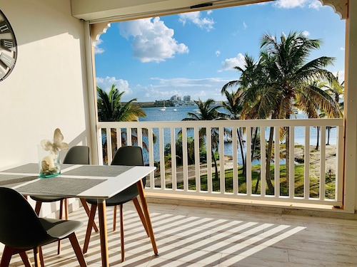 New! Beautiful Studio Completely Renovated Panoramic sea View